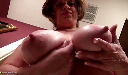 सुंदर सेक्स मूवी एचडी में सुनहरे बालों वाली समलैंगिक योनि मुखमैथुन