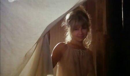 बालों वाली गलफुला गोरा सोफे पर संभोग सुख एक्स एक्स एक्स वीडियो एचडी मूवी हो जाता है