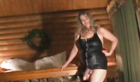 ये एचडी सेक्सी हिंदी मूवी हॉट छोटी पैंटी मेरी 18yo की चूत को बमुश्किल ढकती है