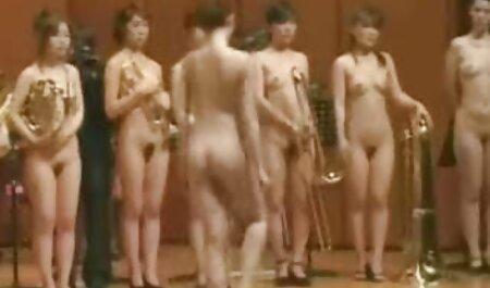 कोनत्सु एज़ोना एक बड़े डिक को स्ट्रोक करने के लिए अपने स्तन का उपयोग मूवी एचडी सेक्सी करता है
