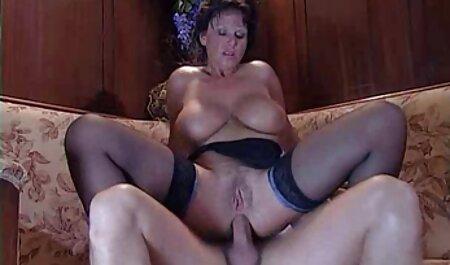 नीचे पहनने के एचडी सेक्सी हिंदी मूवी कपड़ा और कर रही में प्यारा महिला