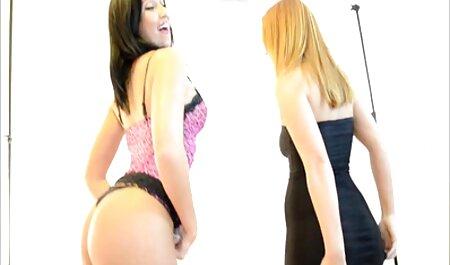 स्टॉकिंग्स में सेक्सी मूवी एचडी मूवी यू इजावा बस्टी शिल्ड की सवारी करती है