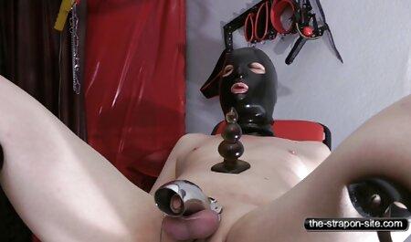 डेनिश वाइफ सेक्सी मूवी एचडी खुद और दोस्त के साथ खेलती है